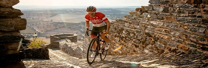 Cycling Monsaraz Castle Credit Nelson Garrido