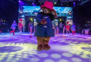 Paddington skates into new Ice Show at Europa-Park