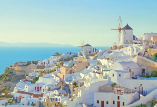 Explore the Cyclades islands with Saga