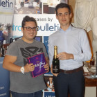 Daniel Fellingham (left) from Travel Counsellors (left) receives a bottle of Champagne and a box of chocolates from Rob Grover of Expedia.